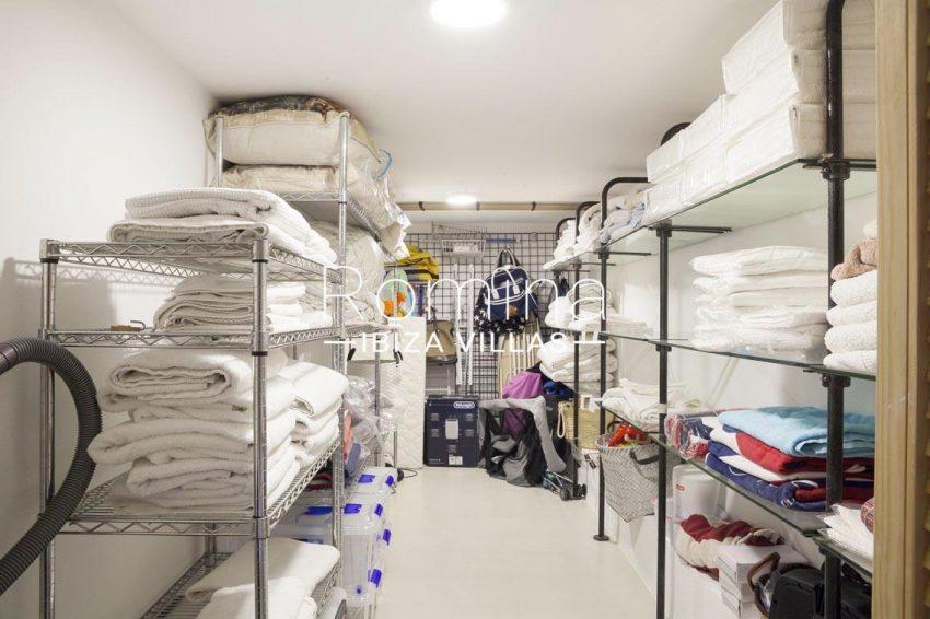 villa topaze ibiza-3storage room2