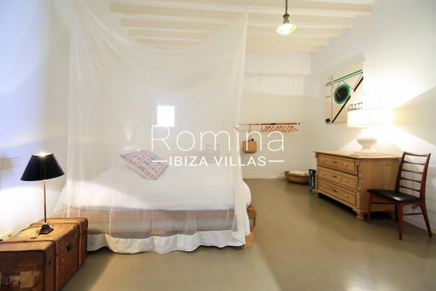 apto eivissa ibiza-4bedroom1 mosquito net