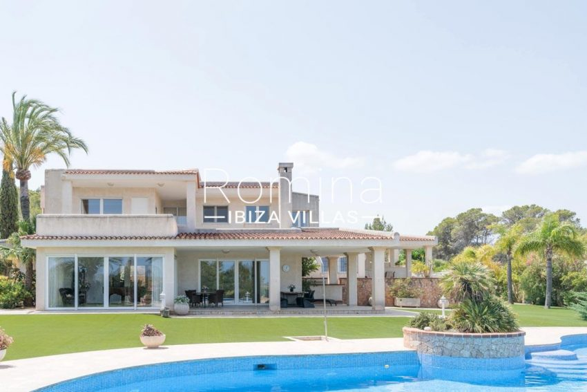 villa sommer ibiza-2pool facade porches2