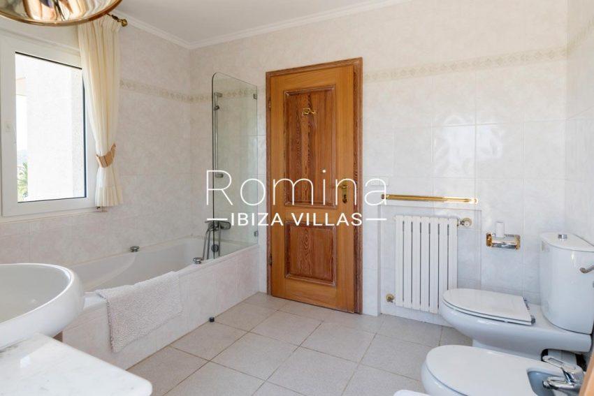 villa sommer ibiza-5bathroom2