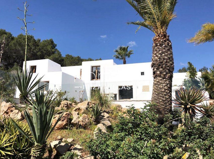 can flora ibiza-2garden facade