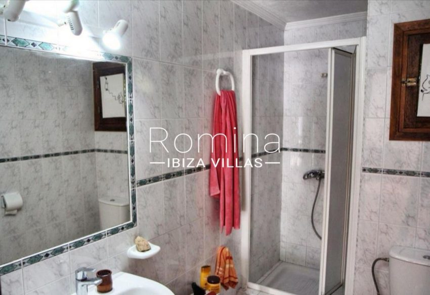 casa romero ibiza-5shower room