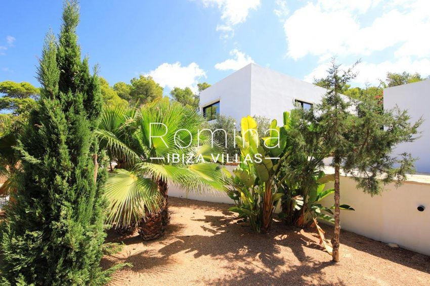 villa capricci ibiza-2facade garden