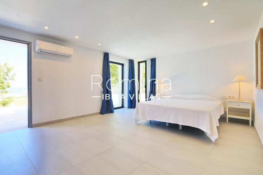 villa capricci ibiza-4bedroom master2