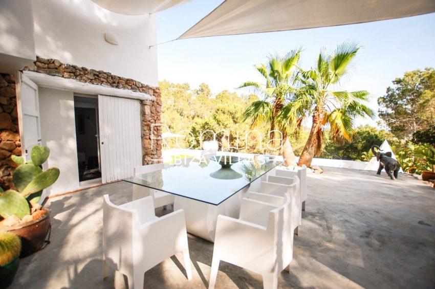 villa kumbo ibiza-2terrace dining area