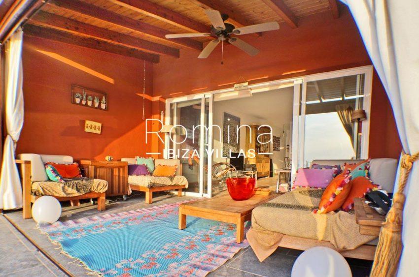 adosado ambra ibiza-2porch sitting area