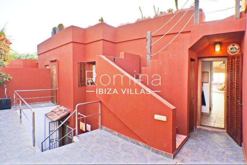 adosado ambra ibiza-2rear facade stairs to basement