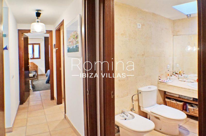 adosado ambra ibiza-5bathroom corridor