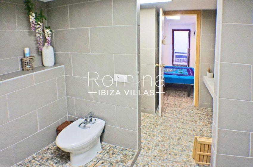 adosado ambra ibiza-5bathroom patio