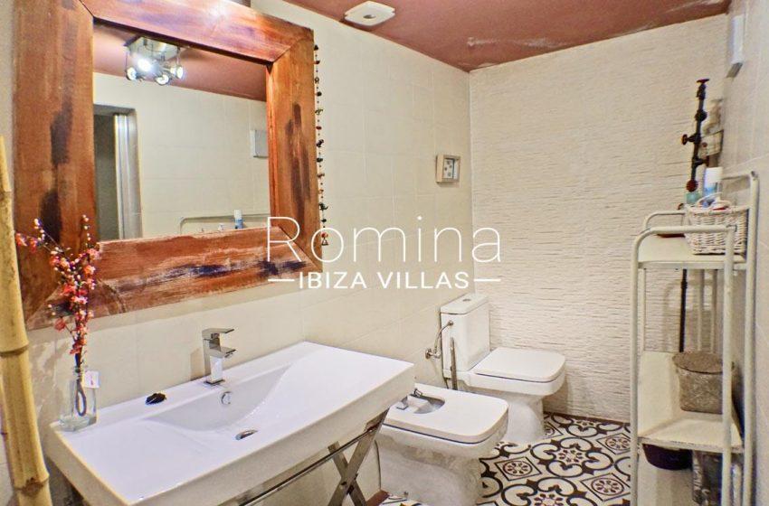 adosado ambra ibiza-5bathroom patio2