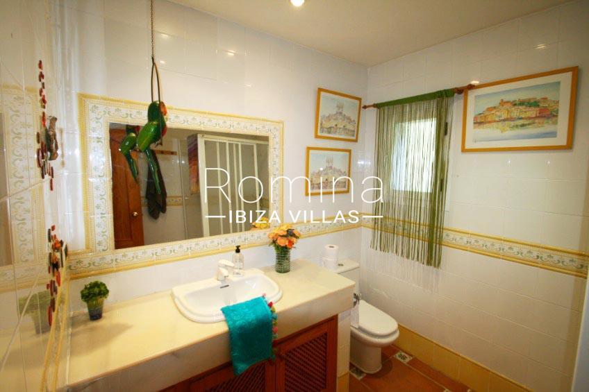 casa sur ibiza-5shower room