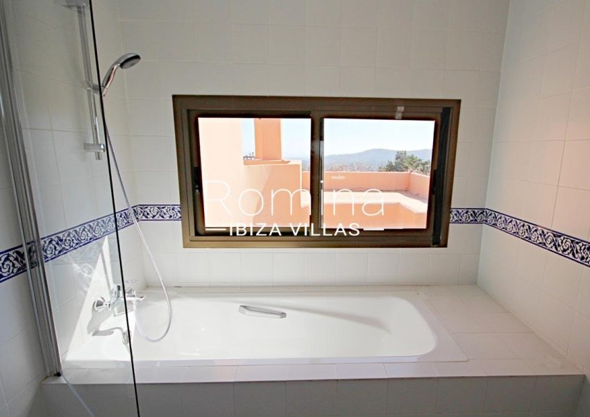 villa artemis ibiza-5bathtoom view
