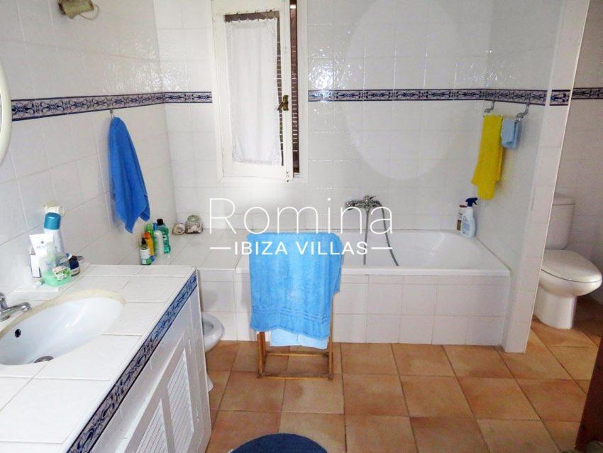villa kelly ibiza-5bathroom