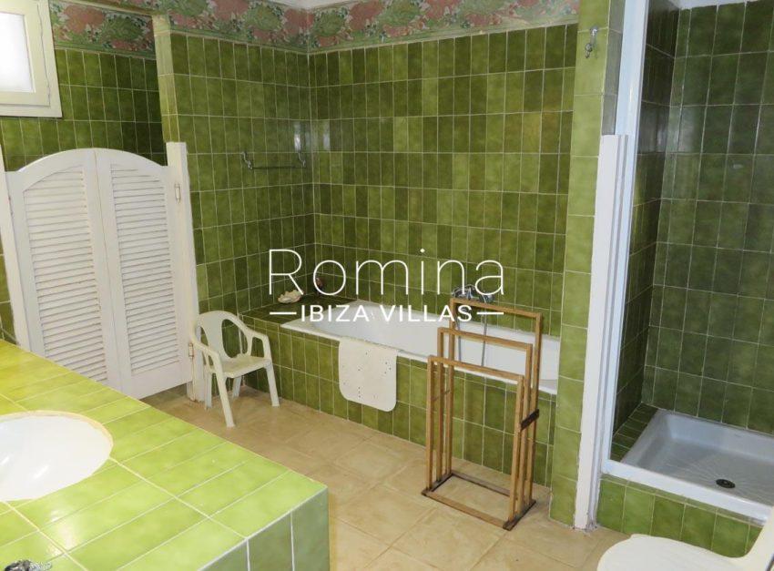 villa kelly ibiza-5bathroom2