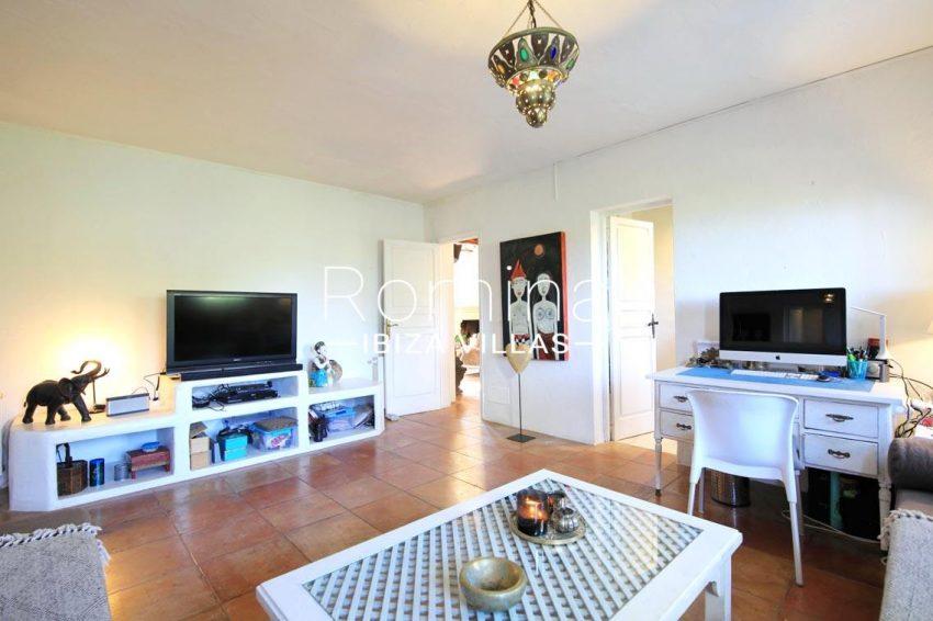 villa shanti ibiza-3tvsitting room2