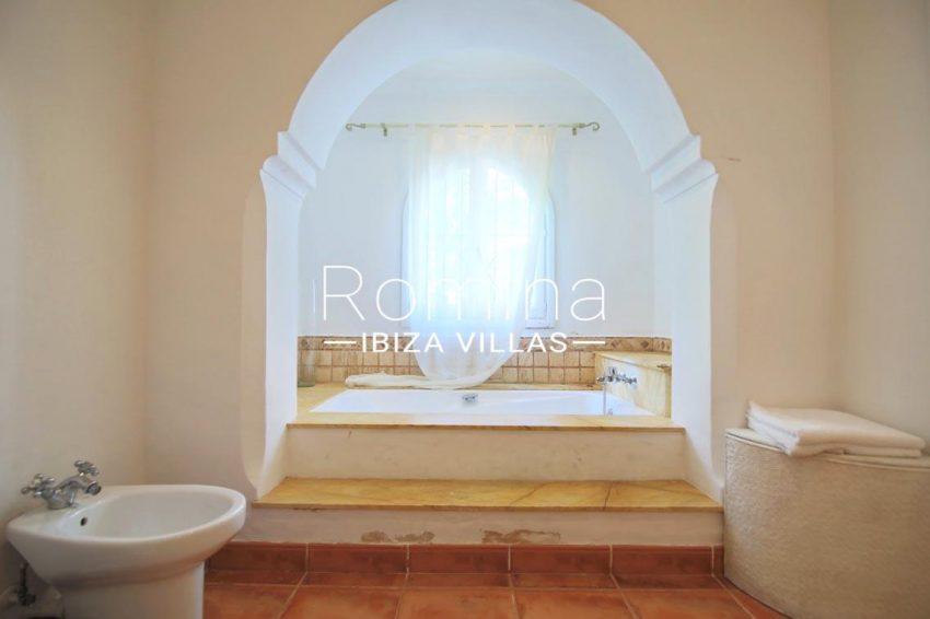 villa shanti ibiza-5bathroom bathtub
