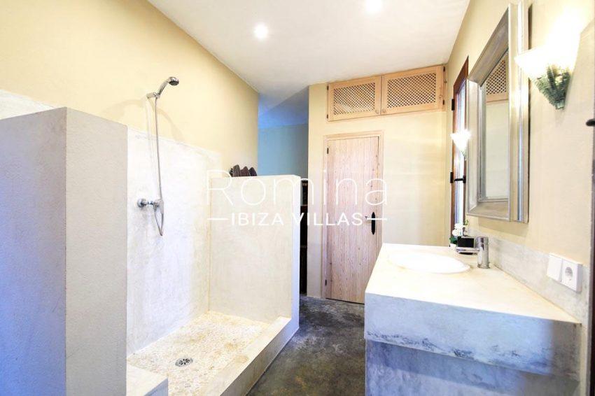 villa shanti ibiza-5shower room2