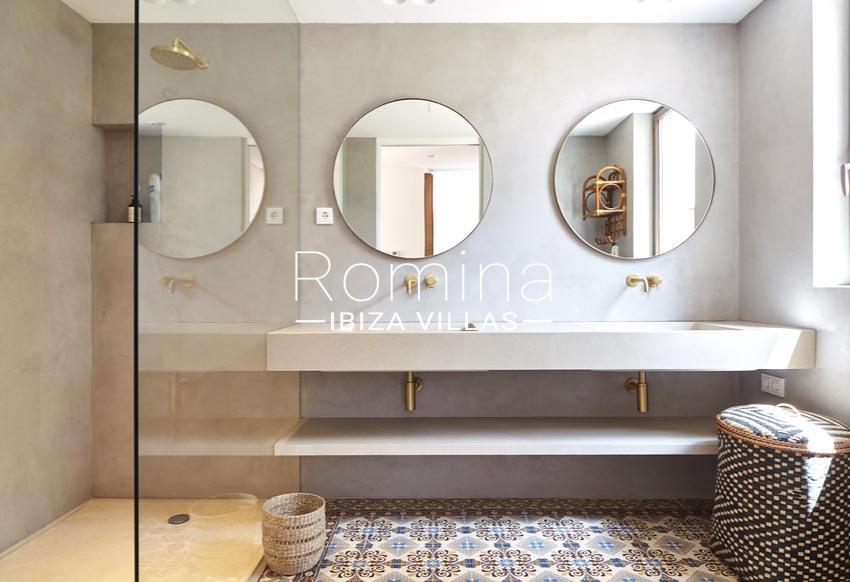 villa hera ibiza-5shower room