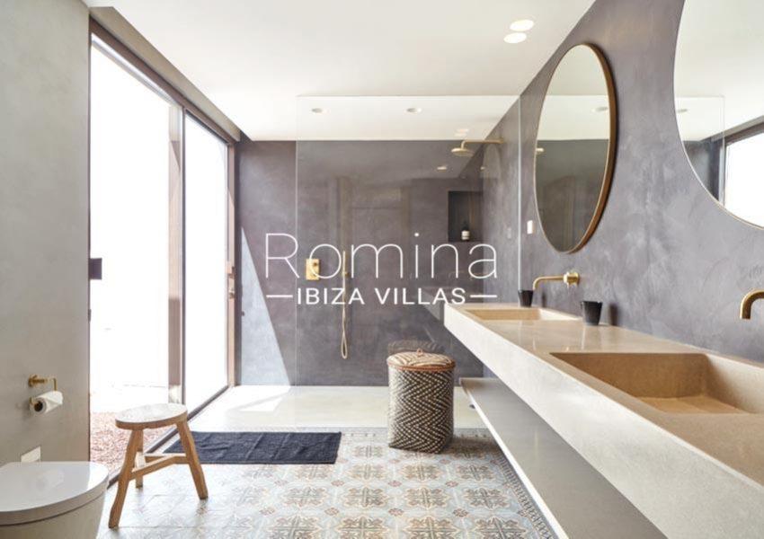 villa hera ibiza-5shower roombis