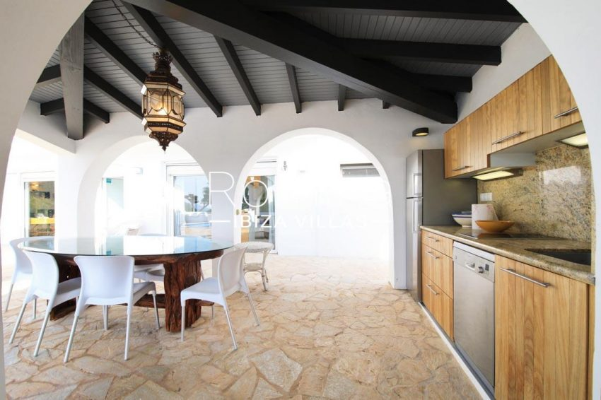 villa hibiscus ibiza-2porch dining area outdoor kitchen