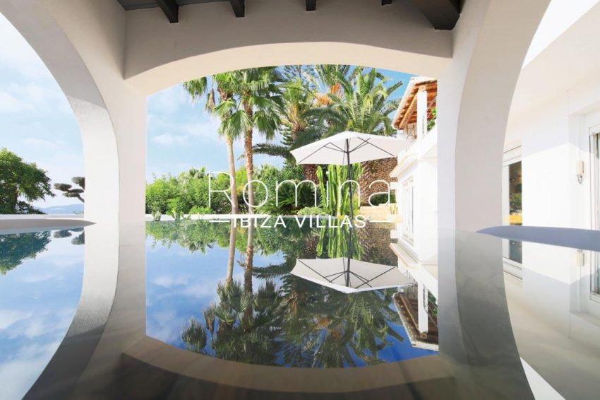 villa hibiscus ibiza-2porch glass dining table reflets