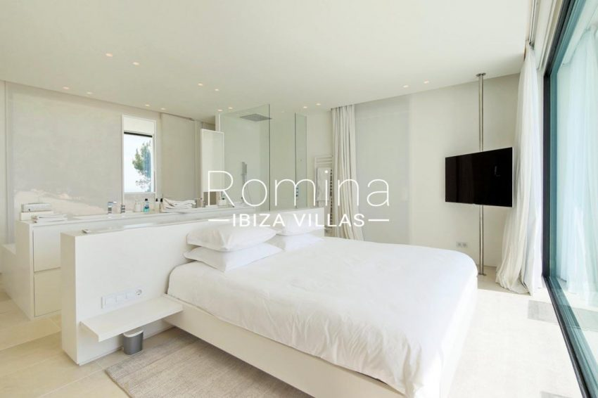 can antaeus ibiza-4bedroom shower3