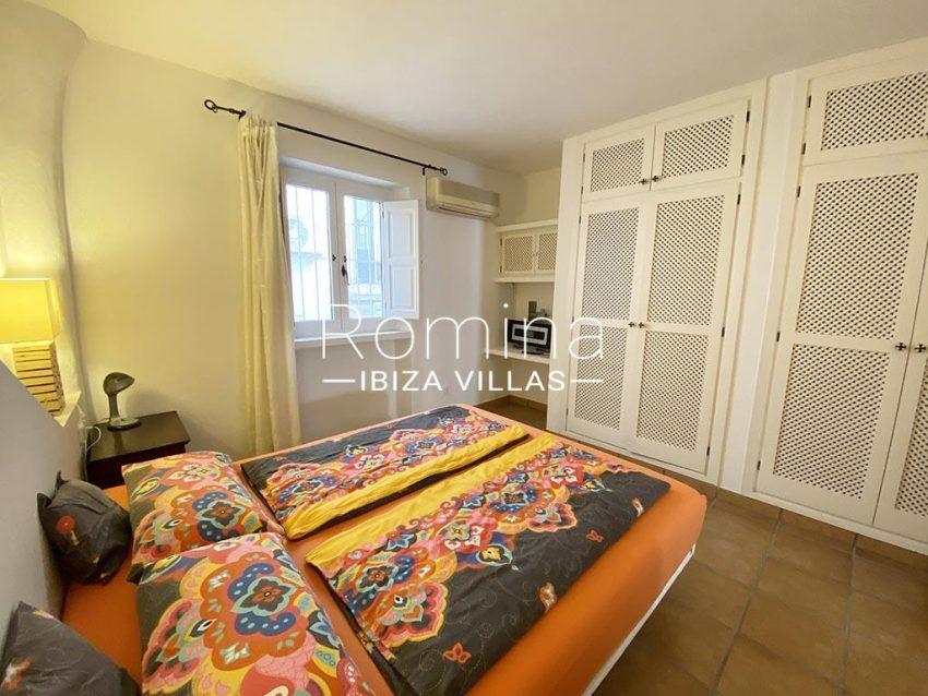 romina-ibiza-villas-rv-667-29-duplex-mary-4bedroom1 wardrobe