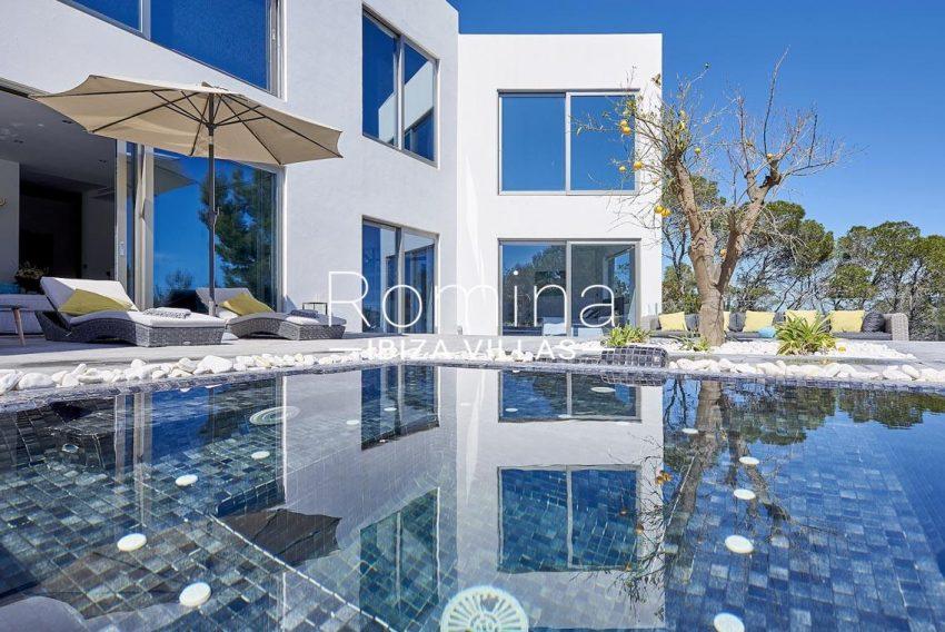 romina-ibiza-villas-2pool facade3