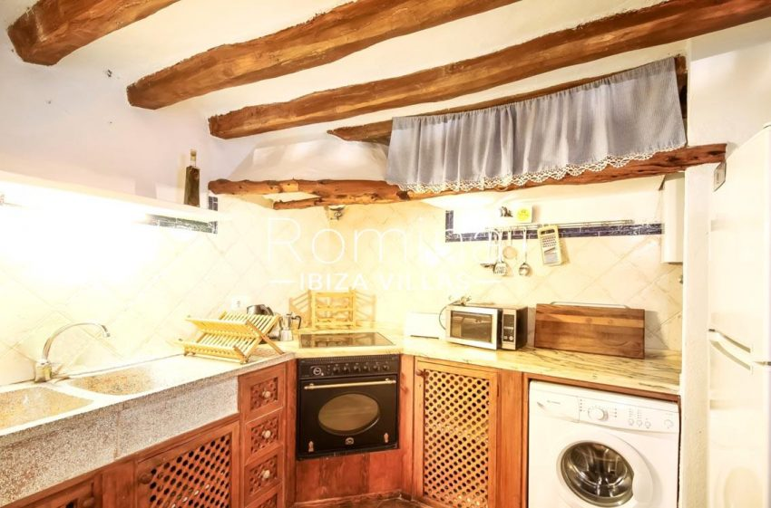 romina-ibiza-villas-rv-677-casa-dalt-vila-3zkitchen