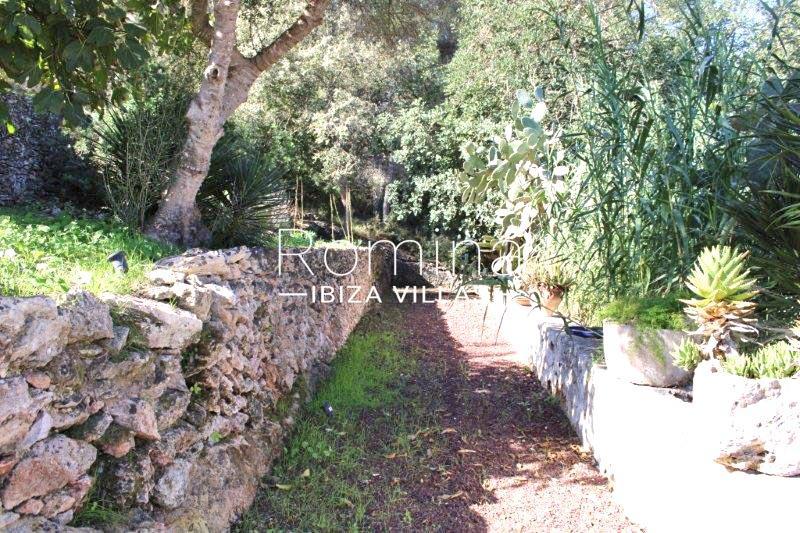 romina-ibiza-villas-rv-681-can-morna-2path garden