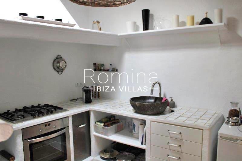 romina-ibiza-villas-rv-681-can-morna-3zkitchen1