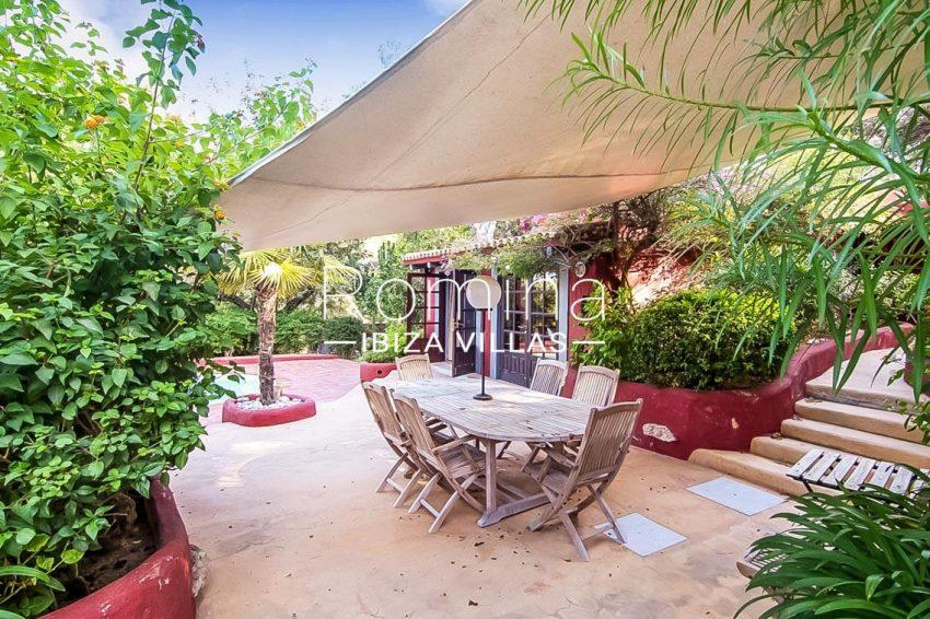 romina-ibiza-villas-rv679-villa-garnet-2terrace dining area pool