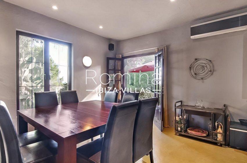 romina-ibiza-villas-rv679-villa-garnet-3zdining room