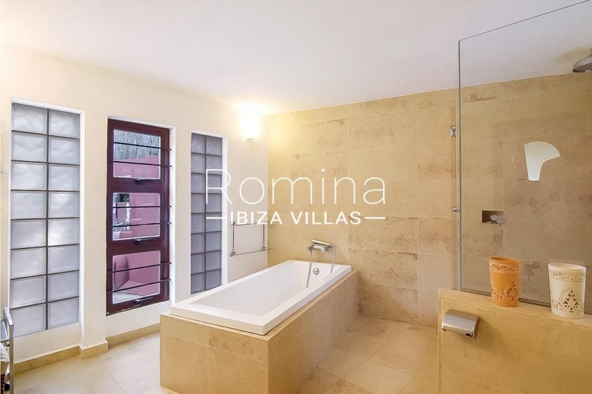 romina-ibiza-villas-rv679-villa-garnet-5bathroom