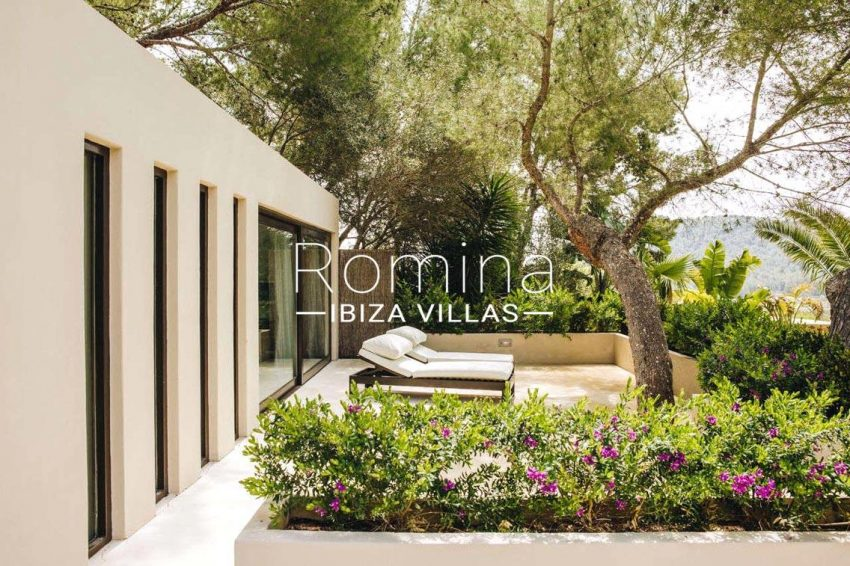 romina-ibiza-villas-rv680-villa-parme-2bedroom terrace lounge chairs