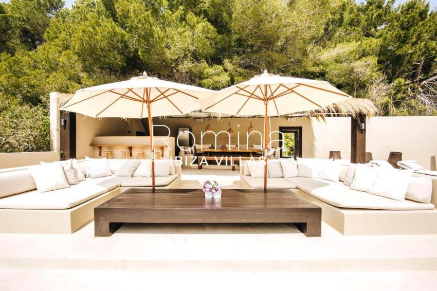 romina-ibiza-villas-rv680-villa-parme-2terrace sitting area bar
