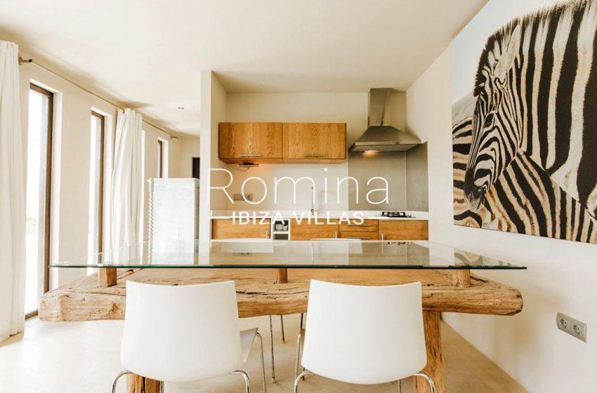 romina-ibiza-villas-rv680-villa-parme-3zkitchen diningara fuest house2