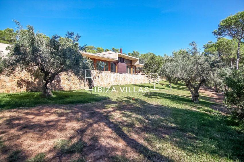 romina-ibiza-villas-villa-chamade-rv676-2garden olive trees facade