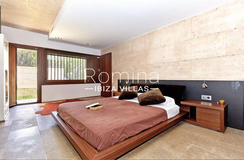 romina-ibiza-villas-villa-chamade-rv676-4master bedroom