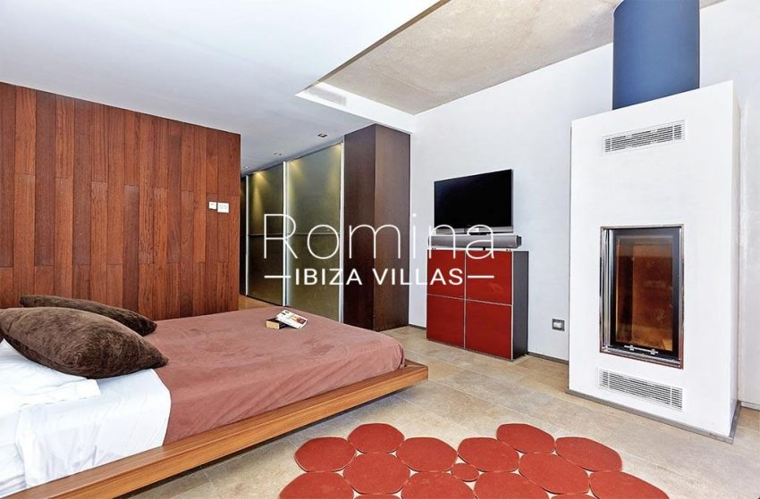 romina-ibiza-villas-villa-chamade-rv676-4master bedroombis