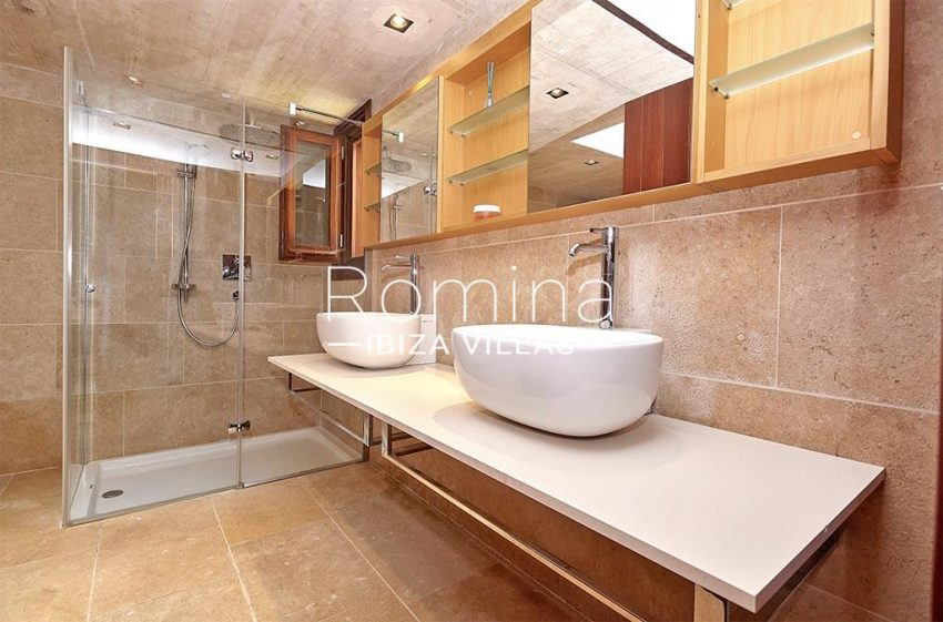 romina-ibiza-villas-villa-chamade-rv676-5shower room2