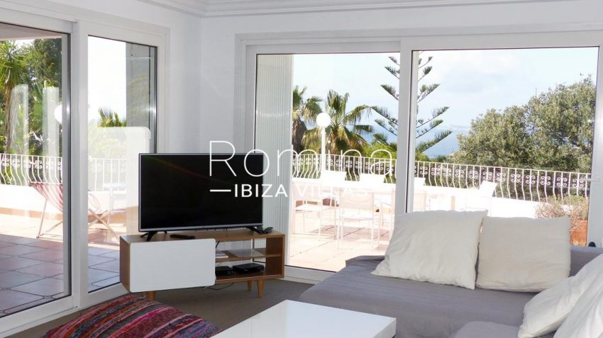 romina-ibiza-villas-villa-la pausa-rv669-3living room sea views