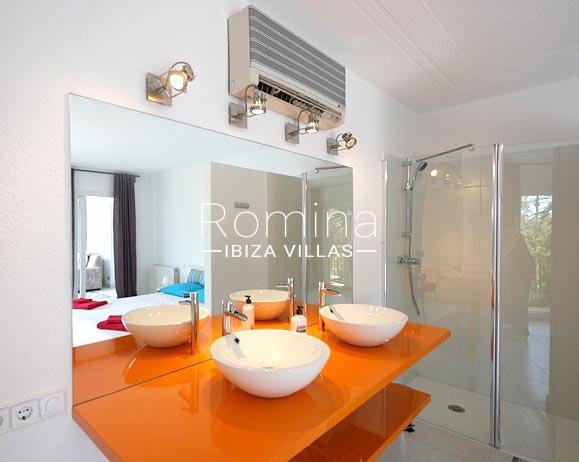 romina-ibiza-villas-villa-la pausa-rv669-5shower room