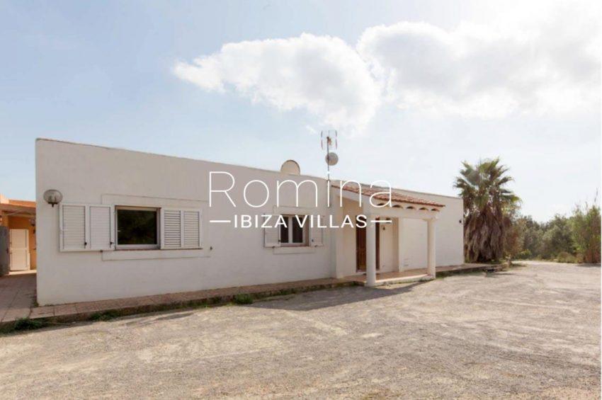romina-ibiza-villas-casas-hiru-rv686-2facade entrance porch
