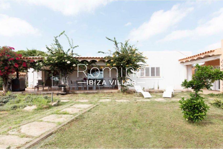 romina-ibiza-villas-casas-hiru-rv686-2facade porch