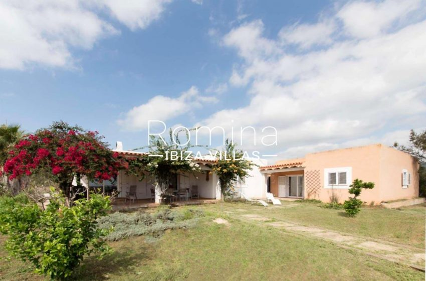 romina-ibiza-villas-casas-hiru-rv686-2facades porches