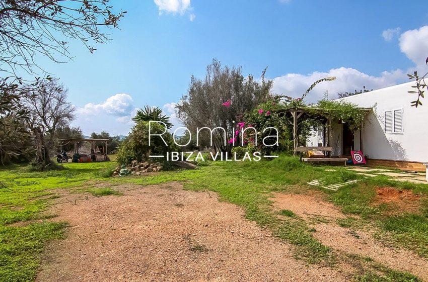 romina-ibiza-villas-casas-hiru-rv686-2garden porch