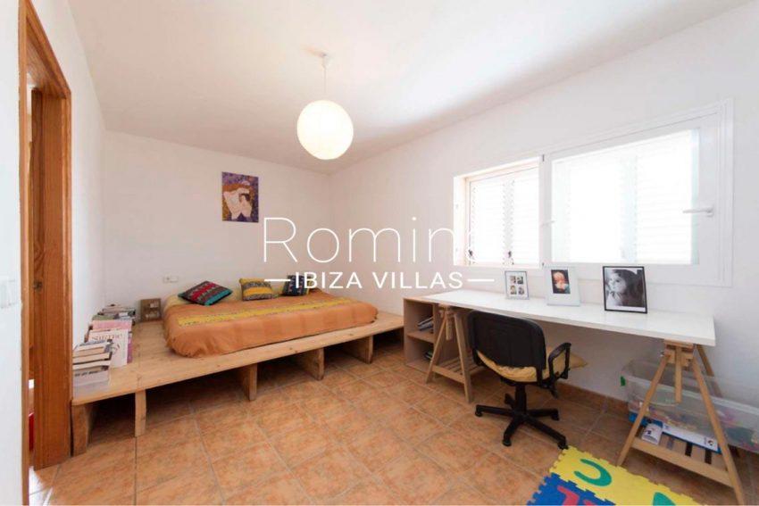 romina-ibiza-villas-casas-hiru-rv686-4bedroom desk