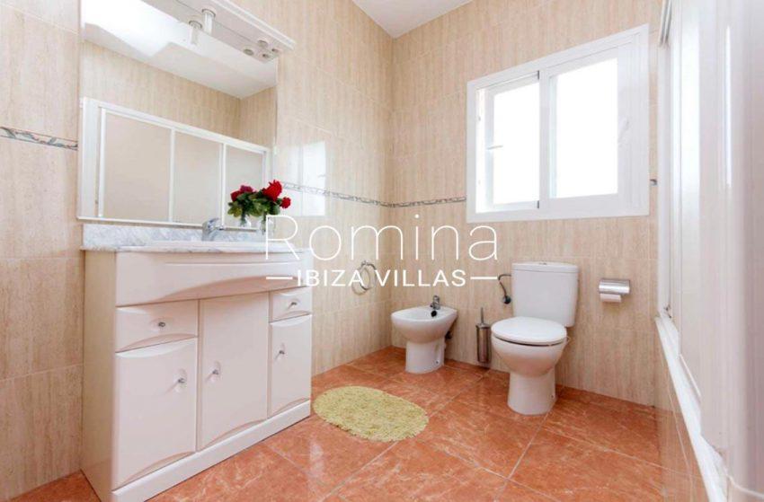 romina-ibiza-villas-casas-hiru-rv686-5bathroom