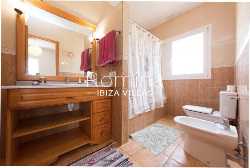 romina-ibiza-villas-casas-hiru-rv686-5bathroom3